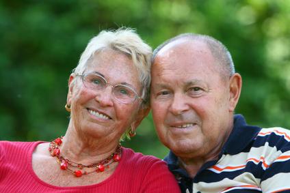 Ältere Frau und älterer Mann