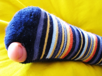 Socke mit Loch