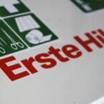 Aufschrift Erste-Hilfe-Koffer