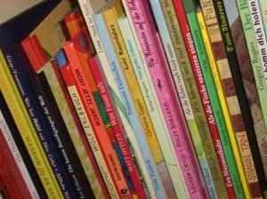 Bücherregal für Kinder zugänglich