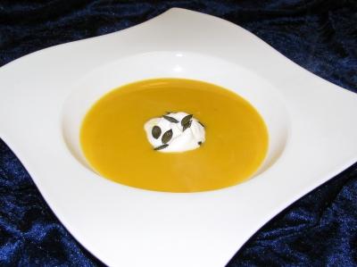 Kürbiscremesuppe mit Zitronengras und Kokos (Foto: Thommy Weiss / pixelio.de)