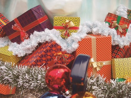 verschieden große Weihnachtspäckchen
