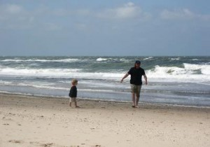 Bild: Vater und Kind am Strand