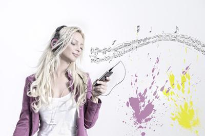 Musik hebt die Stimmung - und trägt langfristig zum guten Leben bei. (Jörg Brinckheger / pixelio.de)