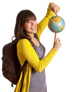 Bild: Jugendliche hält Globus in der Hand