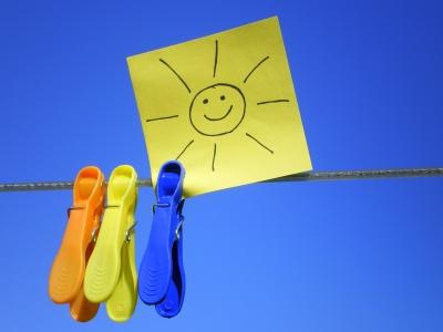 Bild: Wäscheleine Kluppen Zettel mit Sonne
