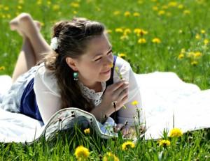 Mit genügend Zeit und dem richtigen Picknickkorb, steht einem entspannten Tag in der Natur nichts im Weg. (Foto: Helene Souza  / pixelio.de)