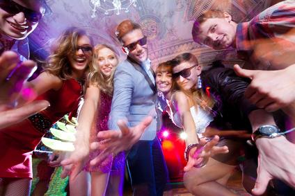 Bild: Jugendliche feiern