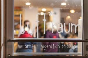 Seit November finden die Koch-Workshops, geleitet von AsylwerberInnen, im luft*raum in der Linzer Bethlehemstraße statt.