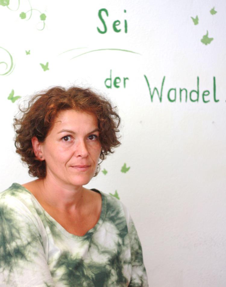 """Gabi Mitterlehner führt in Linz das Öko-Kleidungsgeschäft """"Greenfeel"""". Bei der Flüchtlingsthematik wollte sie nicht länger tatenlos herumsitzen und organisierte mehrere Spendenfahrten nach Traiskirchen."""