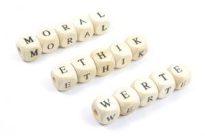 Würfel mit Buchstaben: Moral, Ethik, Werte