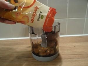 Muttertagspralinen Mandeln und Aprikosen