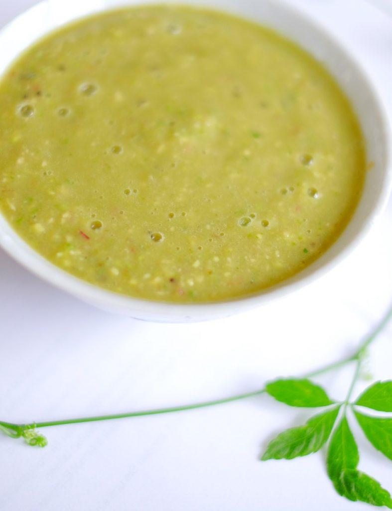 Erfrischendes für den Sommer - durch die Kiwi und die Birne ist die Kaltschale leicht süß, aber nicht zu sehr. Die Avocado liefert gesunde Fette und sättigt lange.