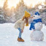 Kreative Spiele im Schnee