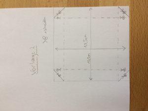 Zeichne die Vorlage 2 auf ein Papier ab. Schneide entlang der dicken schwarzen Linien und falte entlang der strichlierten Kanten.