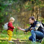 Mit Papa den Wald entdecken