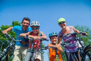 Die wahren Abenteuer liegen oft vor der Haustür: wie ewta eine Radtour mit der ganzen Familie. Foto: Fotolia/Max Topchii