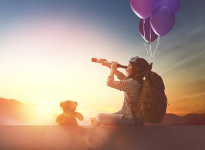 Erwachsene können ihren Kindern Offenheit und Toleranz vorleben - zum Beispiel indem sie auf Fantasien der Kinder eingehen. Foto: Fotolia/Constantin Yuganov