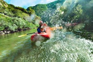 Rafting, Höhlen erforsche oder mit einem Esel wandern - Tipps für Abenteuerurlaub im Ausland. Foto: Fotolia/VlLevi