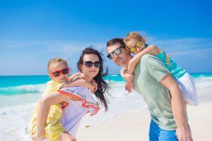 Karibik- und Alpen-Mentalität in einer Familie. Foto: Fotolia/travnikovstudio