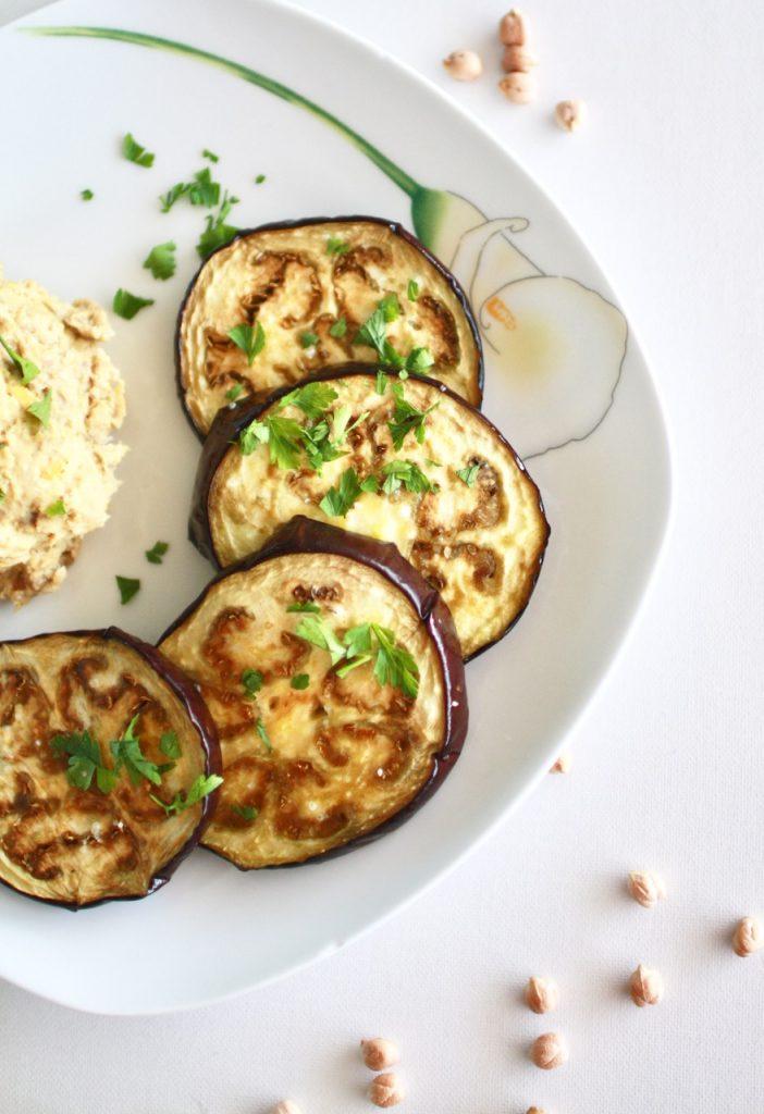 Melanzani mit Hummus