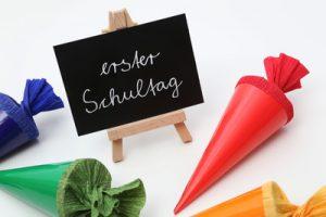 Gute Kommunikation zwischen Eltern und Lehrerinnen erleichtert Kindern den Start in die Schule. (Foto: Tim Reckmann /pixelio.de)