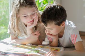 Lernen, was gerade Spaß macht - beim Freilernen wird die Schulpflicht mittels häuslichen Unterricht erfüllt. Foto: Fotolia/S. Kobold