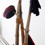 Kleiderständer aus Baumstämmen selber machen