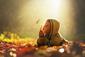 Die Distanz der Kinder zur Natur nimmt zu - dabei trägt sie einen wichtigen Teil zur Entwicklung der Kinder bei. Foto: Fotolia/ imhof79ch