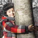 Wenn Kinder Bäumen ihre Sorgen anvertrauen
